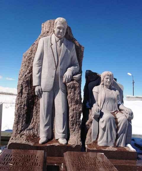 Памятник-на-могиле-Ацруни-Володяевича-Хачатряна-в-селе-Цовинар