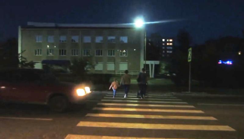 пешеходам не дают перейти через переход 3